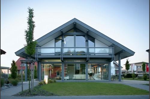 Fassade mit vielen Glaselementen