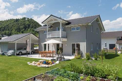 Einfamilienhaus mit überdachtem Balkon