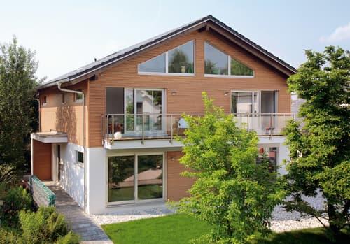 Modernes Musterhaus mit Giebeldach