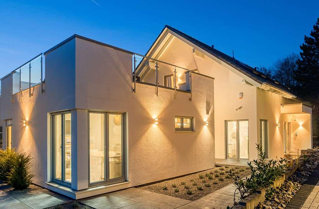 Weisse luxeriöse Villa