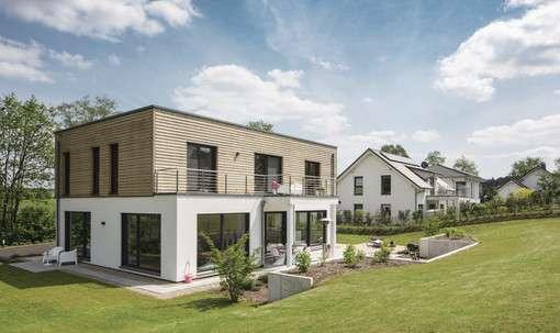 Individuell geplantes Kundenhaus mit moderner Holz-Putz-Fassade