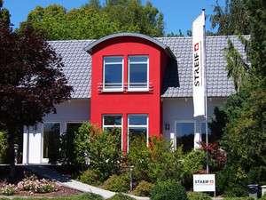 Einfamilienhaus mit farbiger Fassadengestaltung