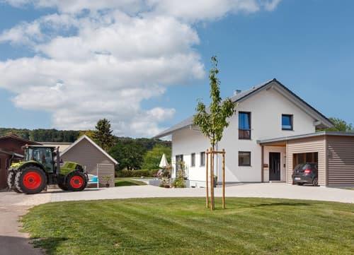 Modernes Familienhaus mit großem Stellplatz
