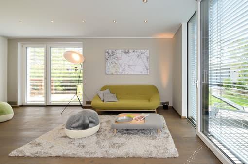 Wohnzimmer in Grüntönen