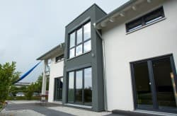 Musterhaus mit grauer weisser Fassade