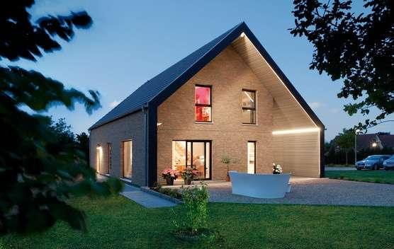 Klassisches Familienhaus mit Giebeldach