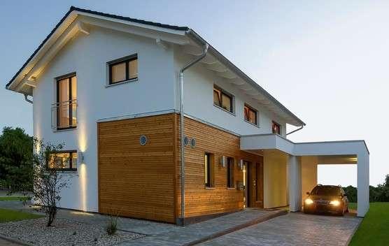 Fassade mit modernen Holzelementen