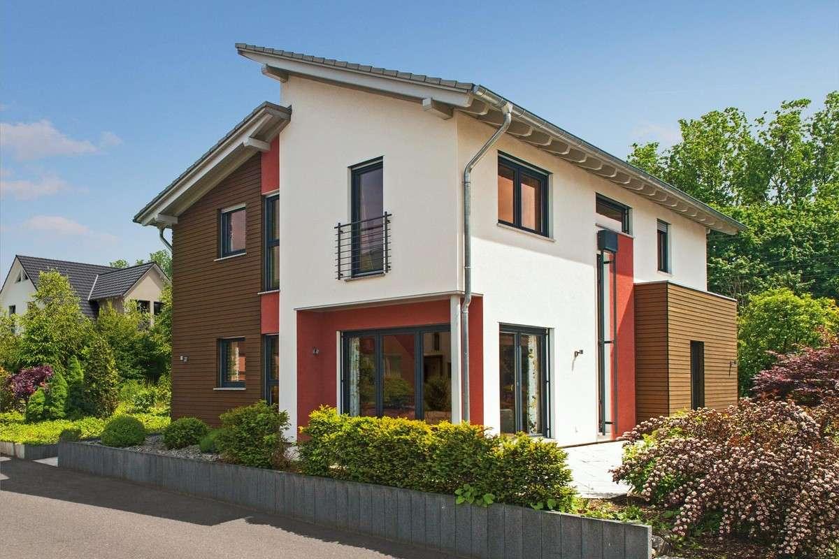 Eigenheim mit roter- weißer Fassade